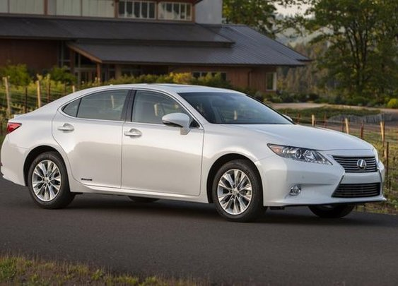 2013 Lexus ES 300h Hybrid Rated at 40 mpg - AutoTrader.com